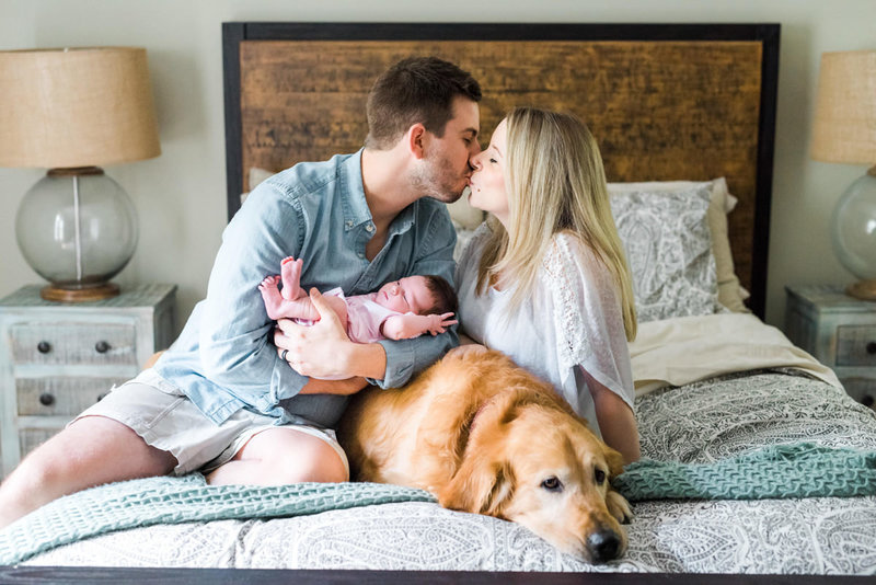 white-lifestyle-newborn-session-portraits-20