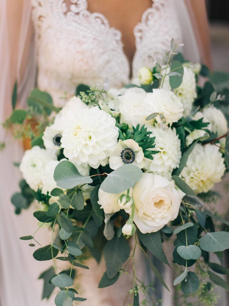 green-and-white-bouquet-greencrest-manor-wedding_0002