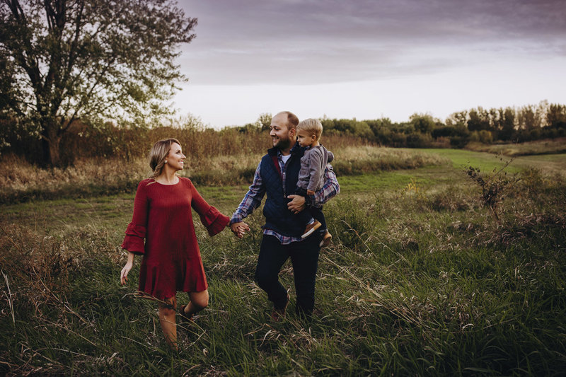 Family portrait by Rebecca Joslyn Photography in an Indiana field