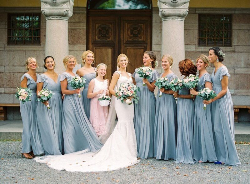 0029_Bride-with-all-of-her-eight-bridesmaids-Waldemarsudde