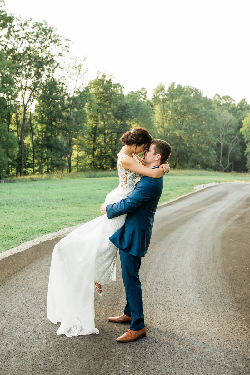 Brown_County_Indiana_The_Wilds_Wedding_Venue_Navy_Pink_Wedding9