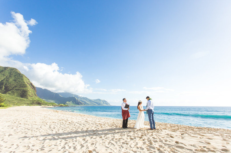 Find information and descriptions of Oahu beach wedding packages.