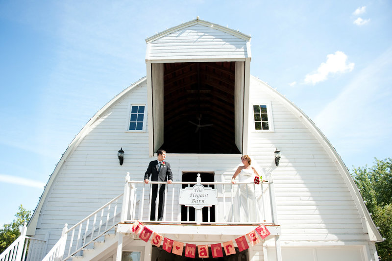 A friends house Moorhead outdoor wedding venue photography by Kriskandel (12)