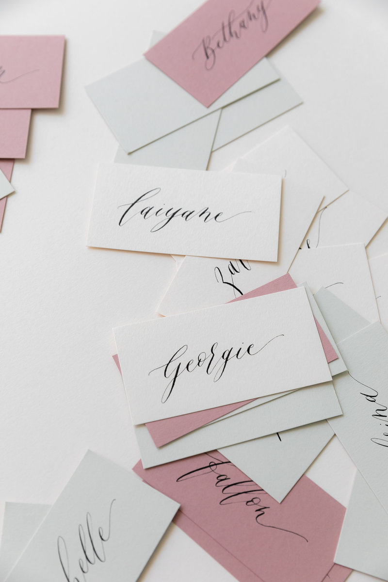 wedding-place-cards-Calligraphy-en-vogue