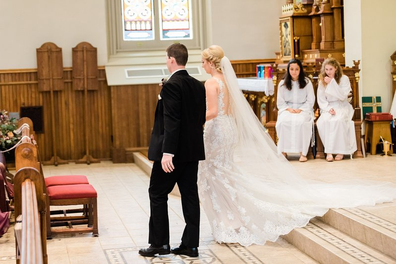 30-Wisconsin-Classic-Country-Club-Catholic-Wedding-James-Stokes-Photography