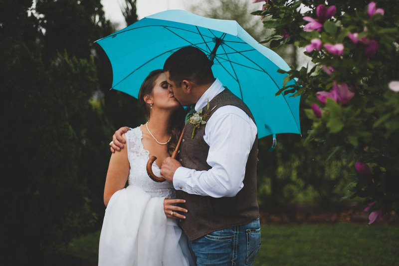 umbrella-bride-groom-texas-wedding