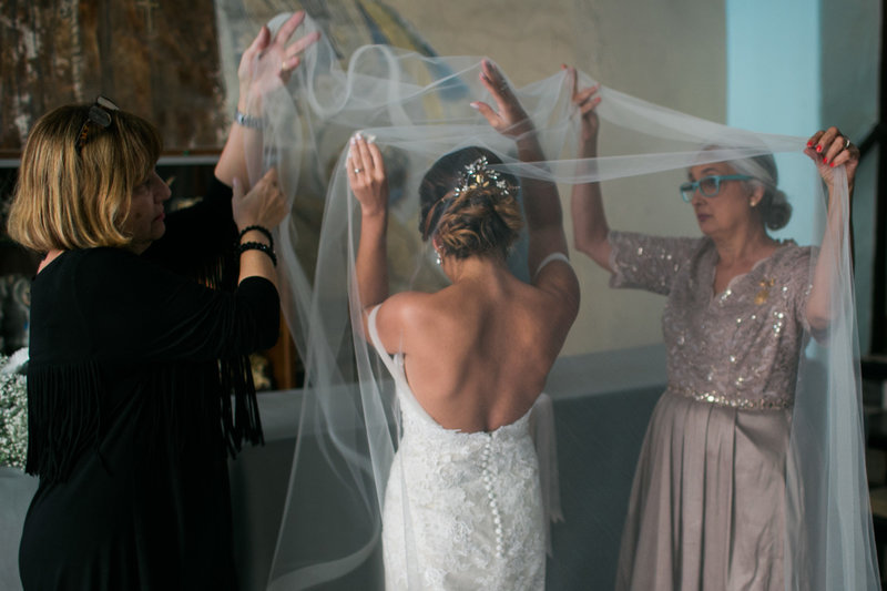 Bride and veil in Parroquia San Francisco de Asis