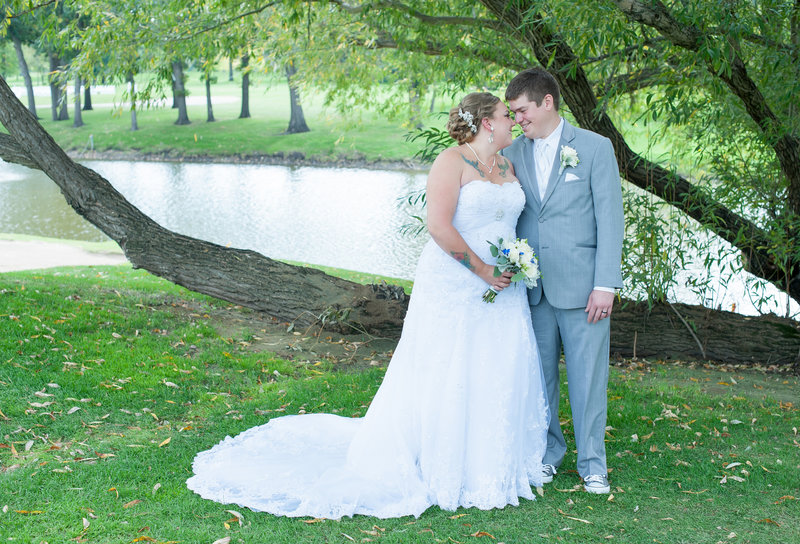 Oxbow Country Club Fargo Wedding Venue photographer Kris Kandel (8)