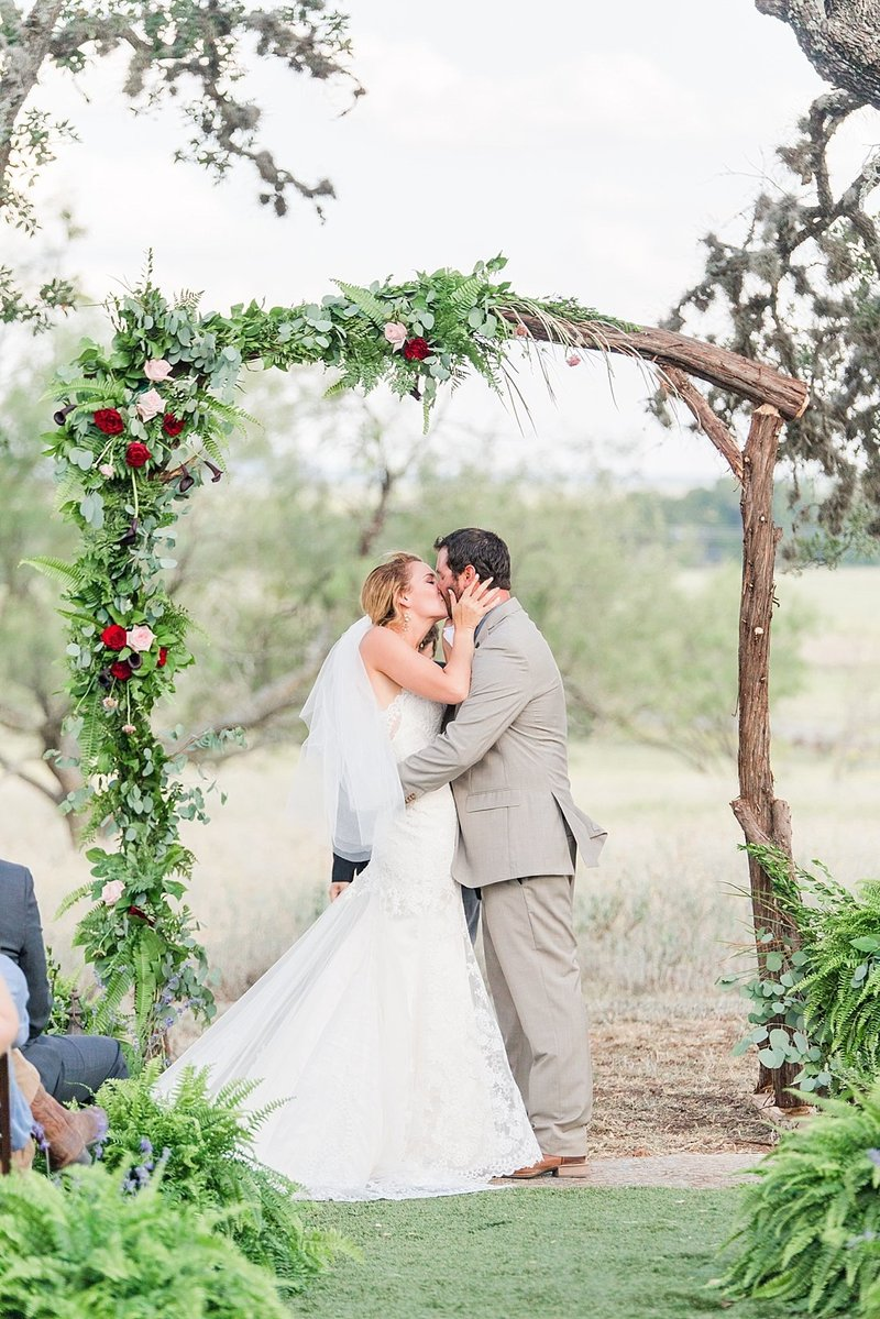 Navy and greenery botanical wedding at The Lodge at Country Inn _ Cottages Wedding Venue in Fredericksburg Texas_0065