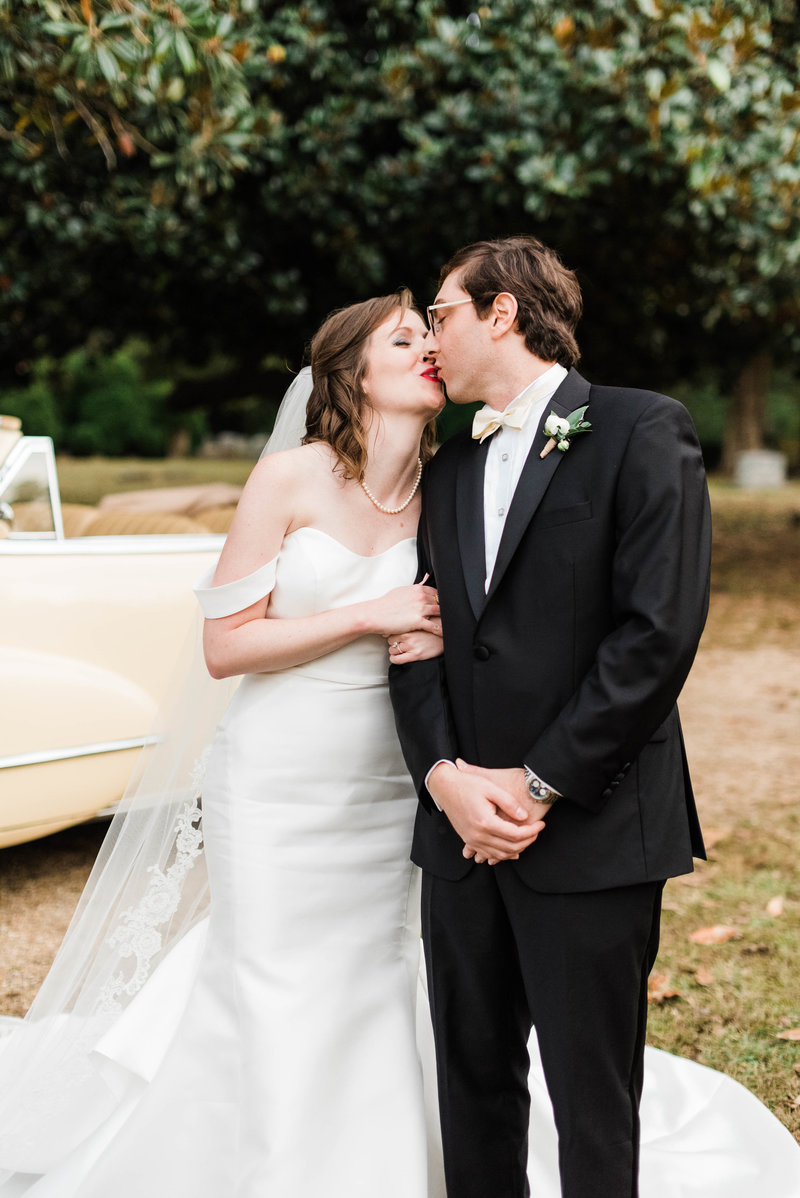 Juliette + Kevin-Upper-Shirley-Vinyards-Charles-City-Virginia-Wedding_Gabby Chapin Photography_00513