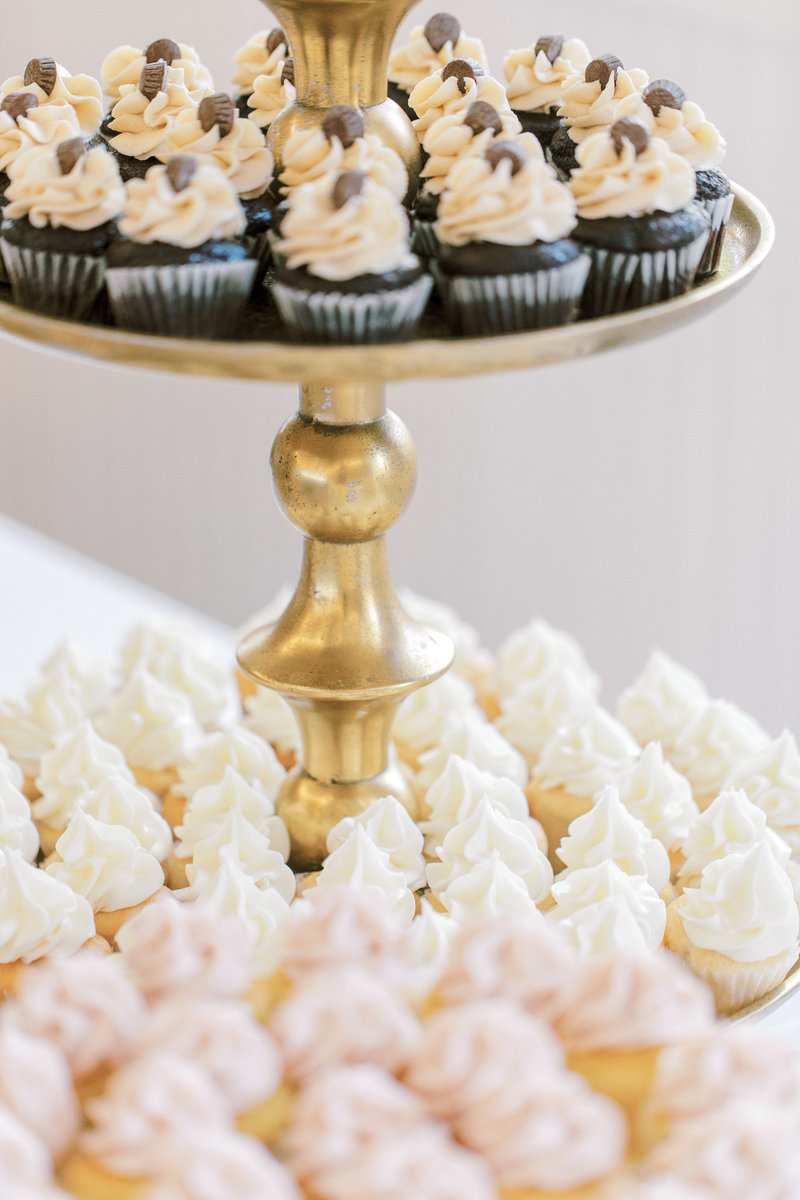 chocolate-vanilla-wedding-desserts