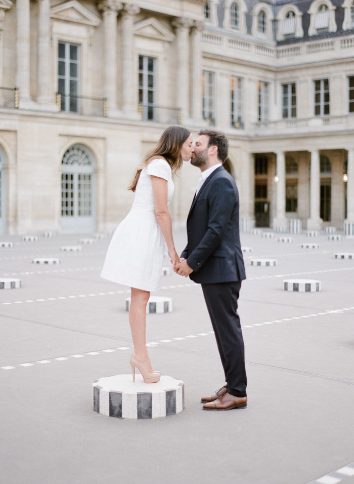 palais-royal-paris-engagement-photographer-jeanni-dunagan-16