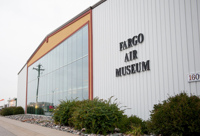 Fargo Air Museum Wedding Venue Kris Kandel Photographers (5)