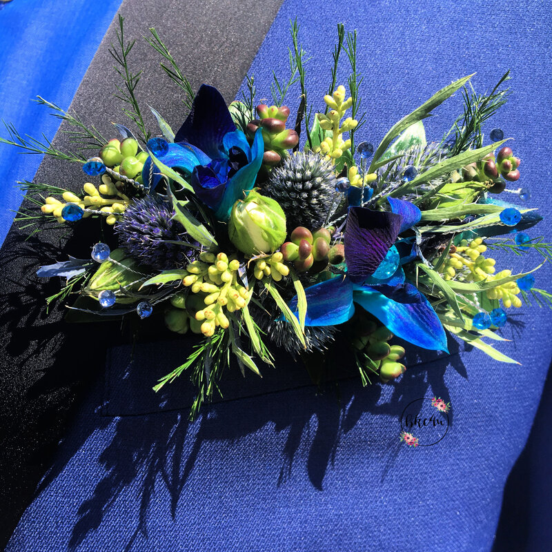 Flower pocket square boutonniere