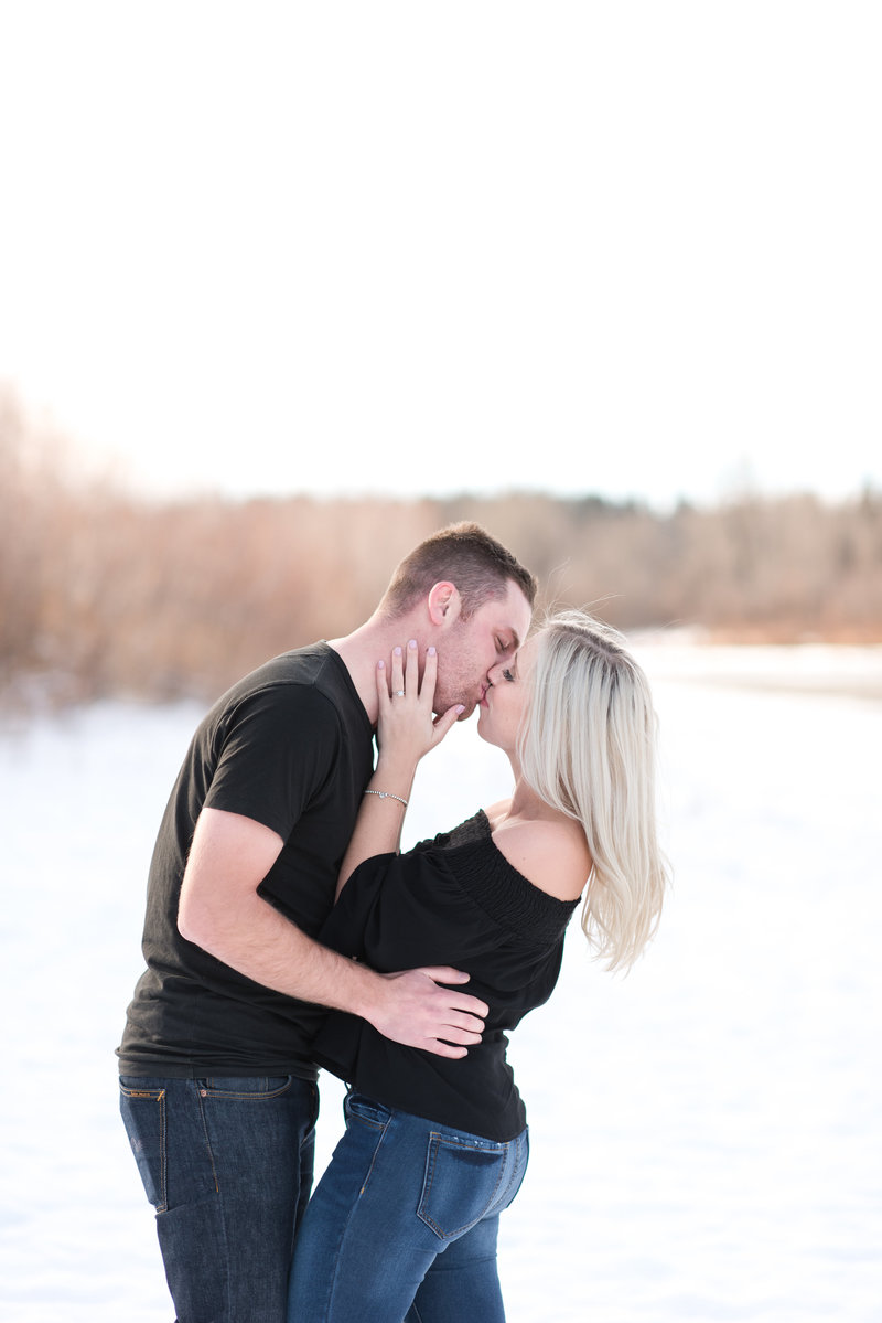 Red Deer engagement photos-winter engagement photos-snowy outdoor engagement-red deer photographers-raelene schulmeister photography