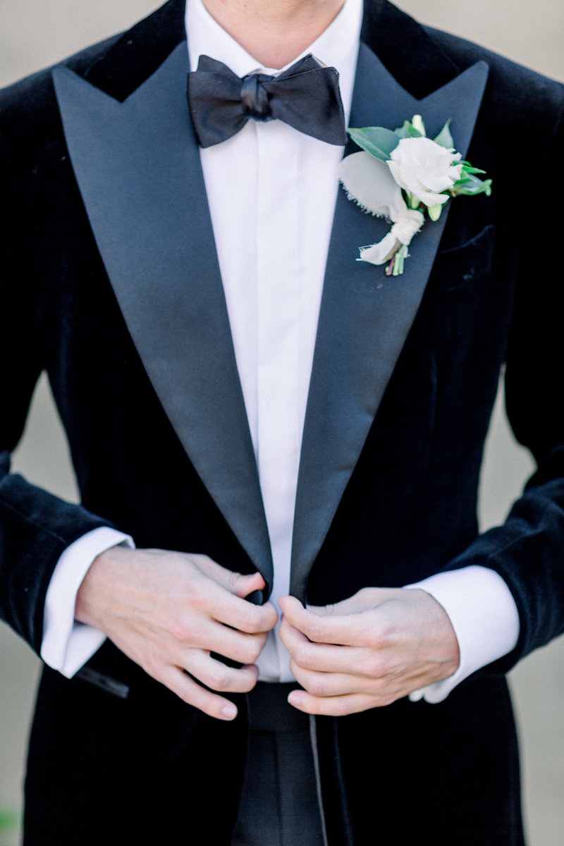 Velvet groom suit at Atlanta Swan House for an intimate wedding captured by Staci Addison Photography