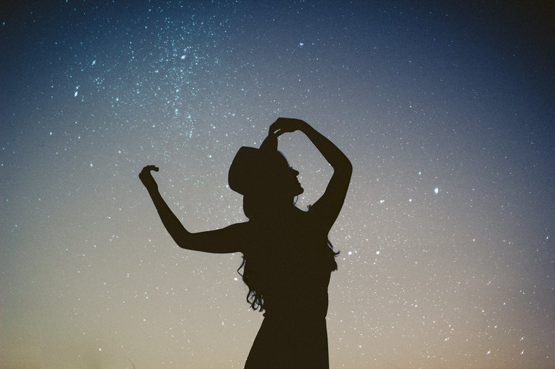 hand-silhouette-person-light-sky-night-1408780-pxhere.com