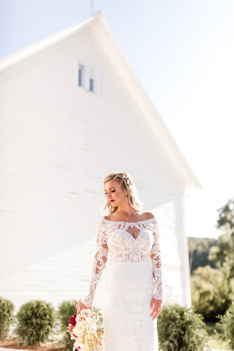Willow-Brooke-Barn-Elegant-Barn-Summer-Wedding-alexandra-robyn-photo-1_0005