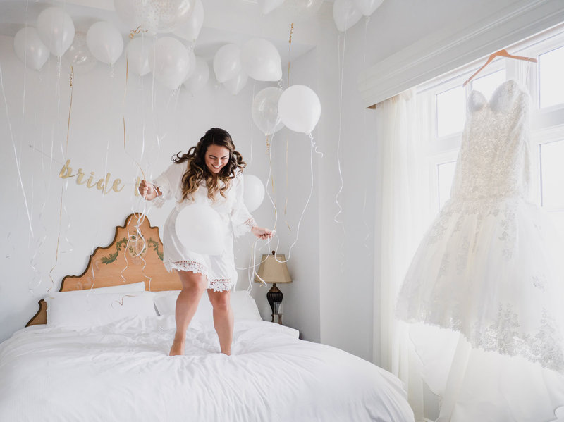 organic-moments-photography-bride-balloons