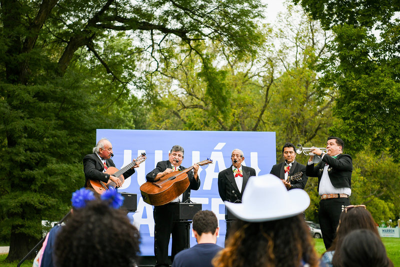 Julian Castro 2020 democratic primary mariachi
