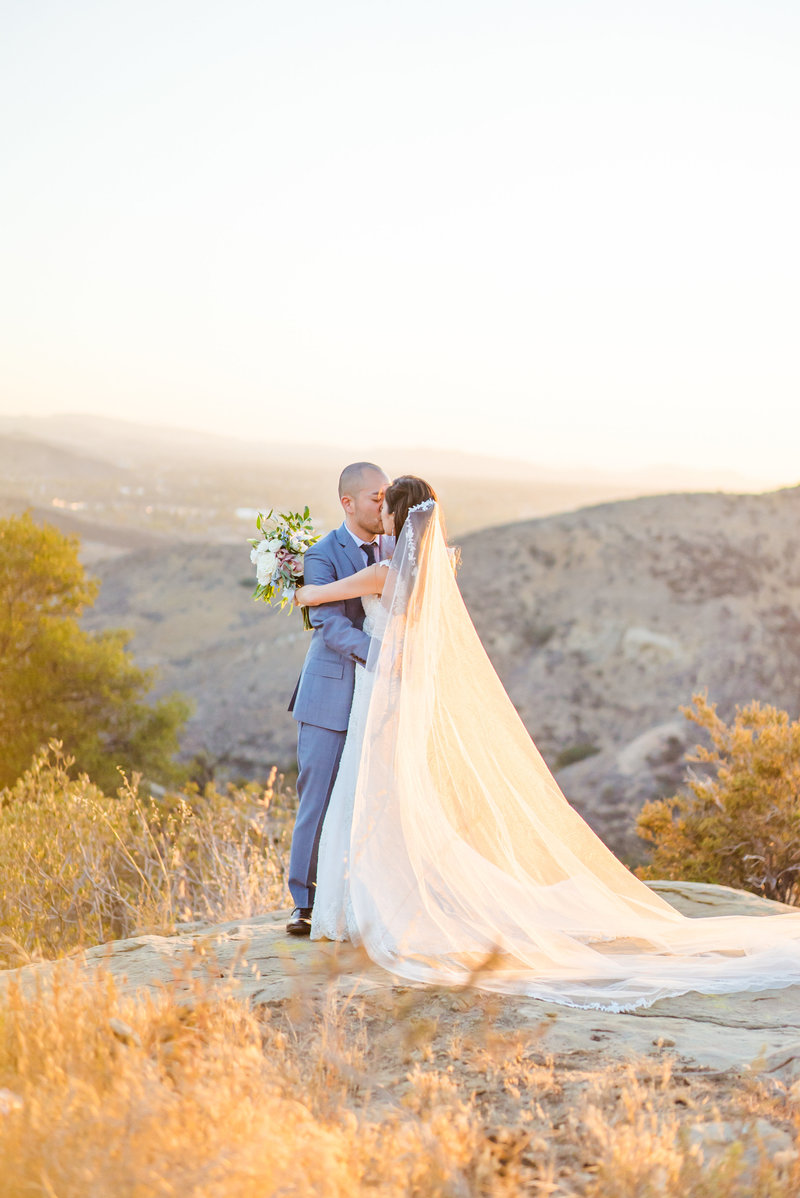 Hummingbird-Nest-Ranch-Malibu-Wedding-Photographer-058