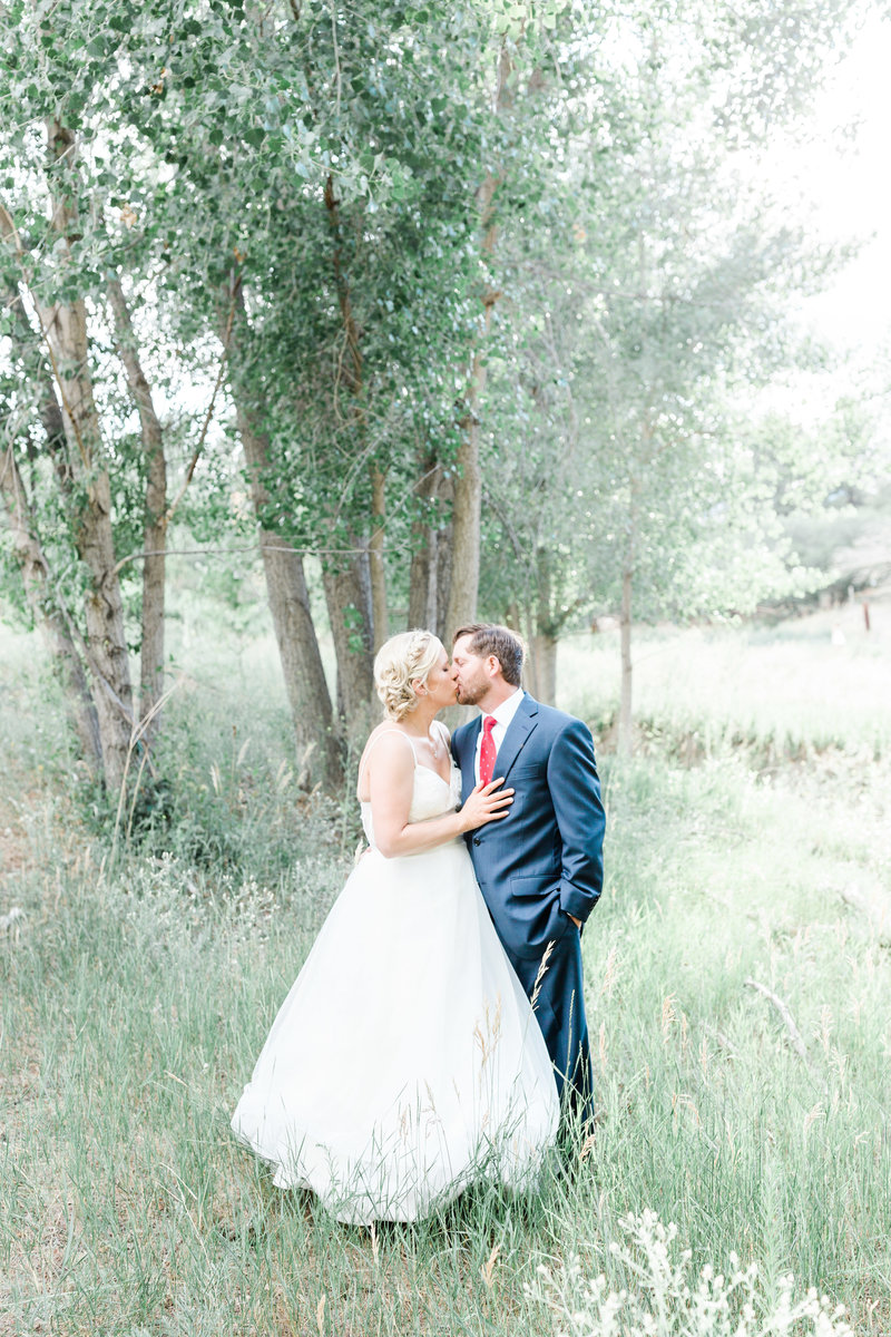 colorado bride and groom kissing