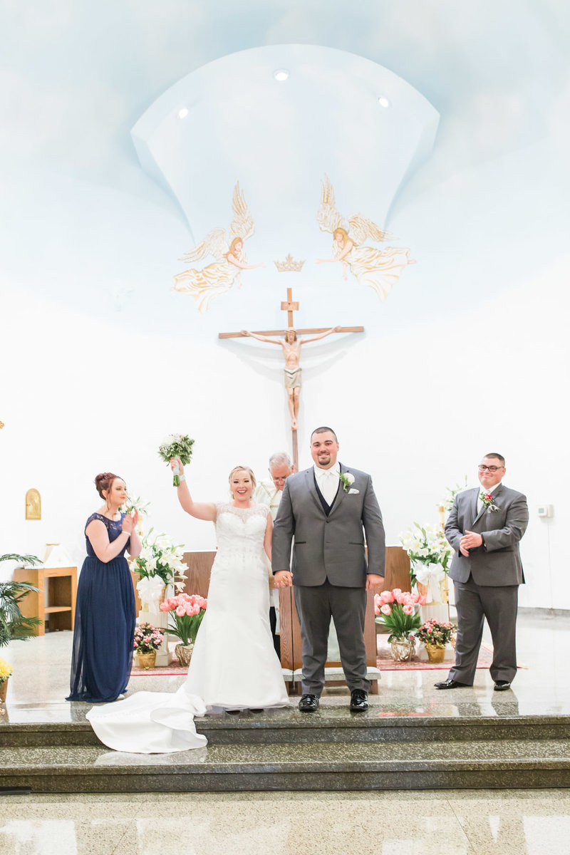 Classic-spring-St- Francis-church-tornto-ohio-wedding-15