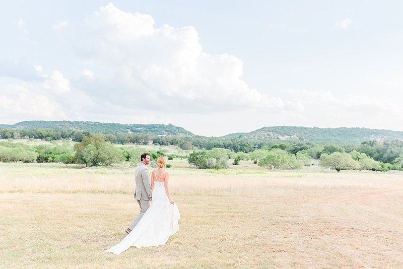 Navy and greenery botanical wedding at The Lodge at Country Inn _ Cottages Wedding Venue in Fredericksburg Texas_0111