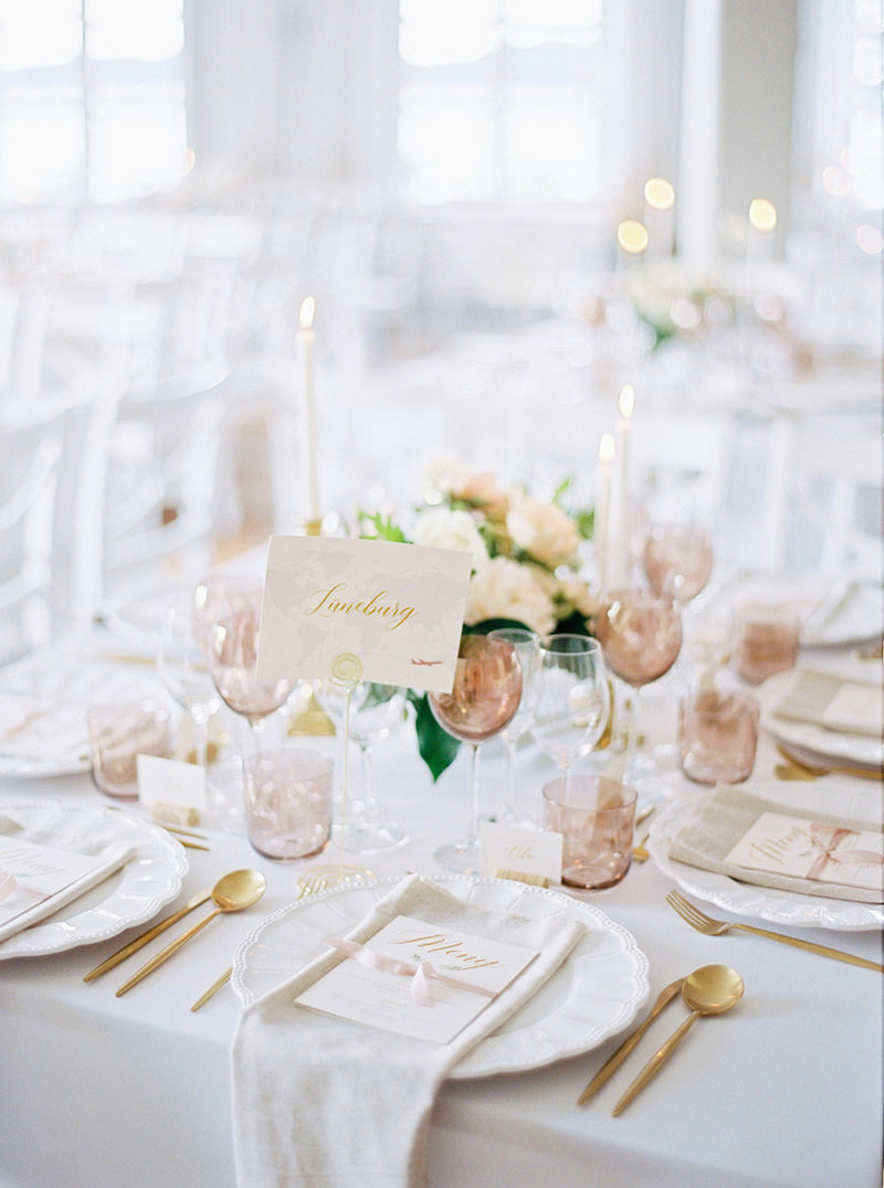 Table setting & decor in pink & gold colors from at wedding at Skytteholm