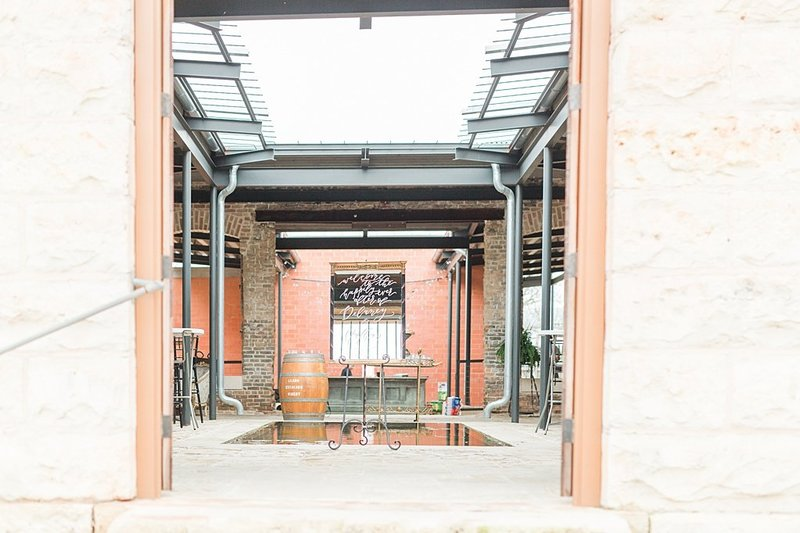 The Ingenhuette on High in Comfort Texas Wedding Venue photos by Allison Jeffers Photography_0004