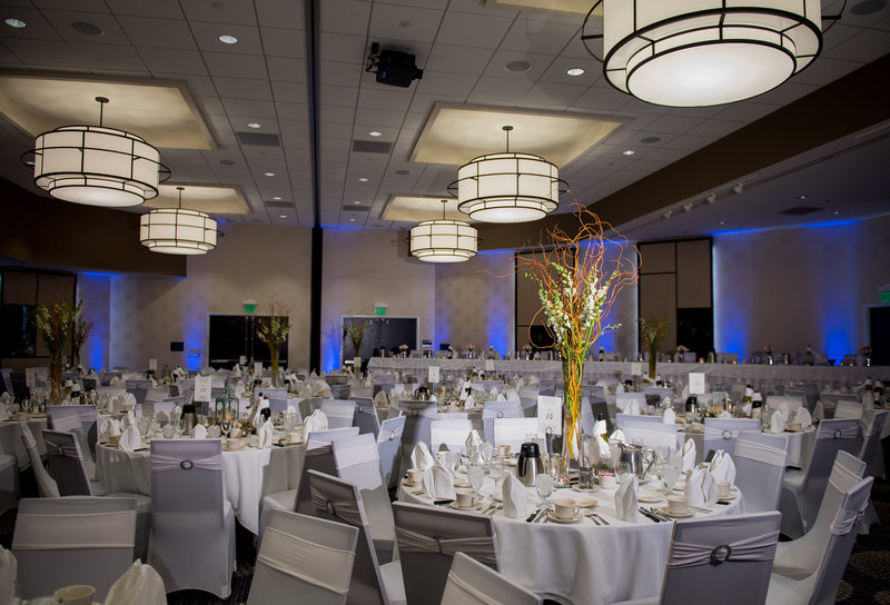 Radisson Wedding Venue Downtown Fargo Photographer Kris kandel (5)
