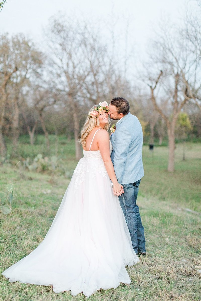 Intimate wedding in Utopia Texas Hill Country Wedding Venue photos by Allison Jeffers Photography_0057