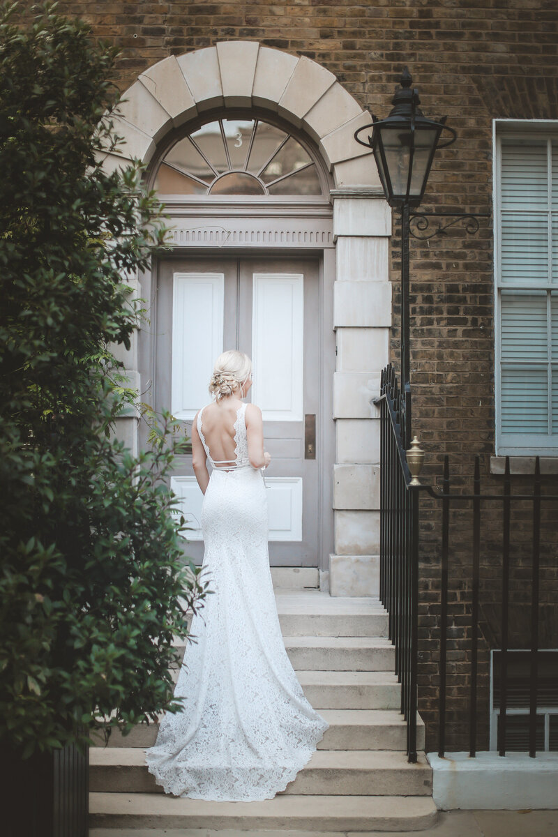 PORTRAITS_LONDON-WEDDING-BRIDE-STANDING-ON-STEPS_0016