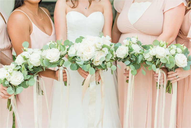 bridesmaids-bouquets-the-peyton-venue-wedding_0001