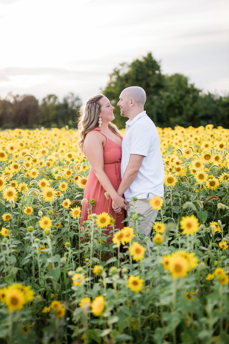 harrisburg engagement session in sunflower field photographed by maria silva goyo