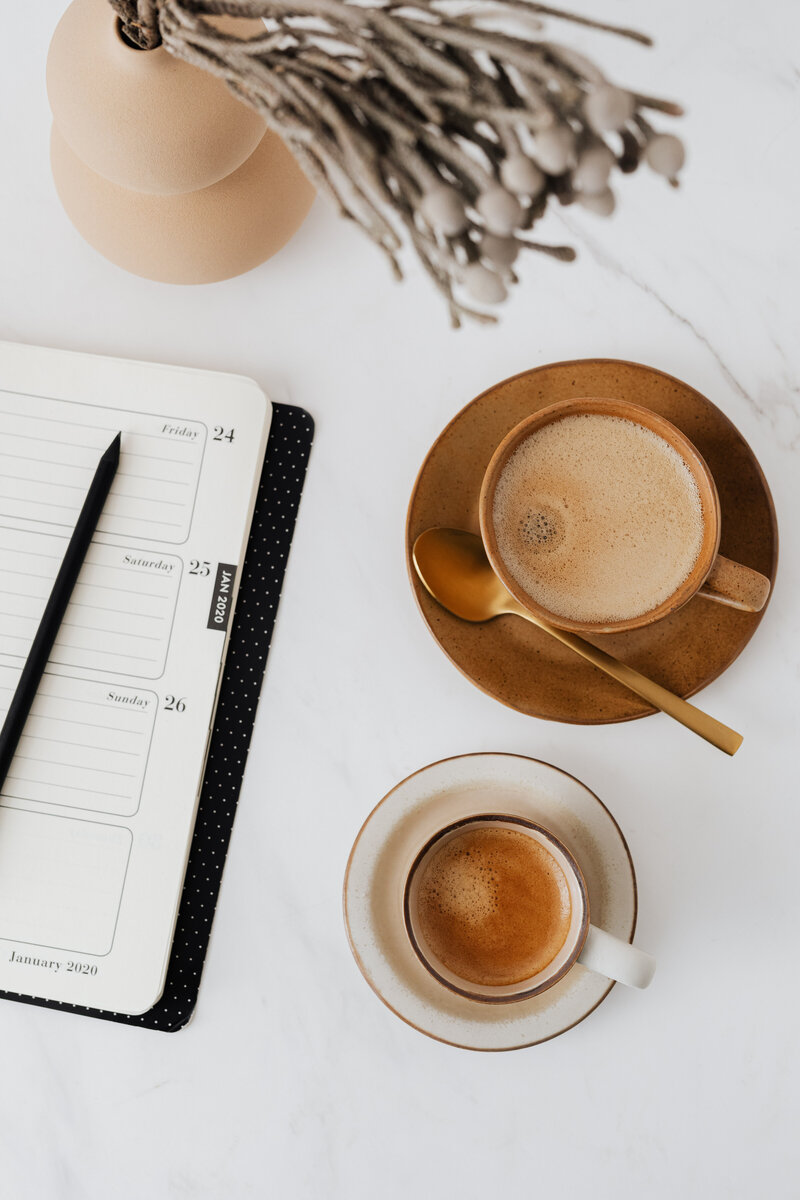 kaboompics_Coffee - Weekly Planner & Vase on Marble