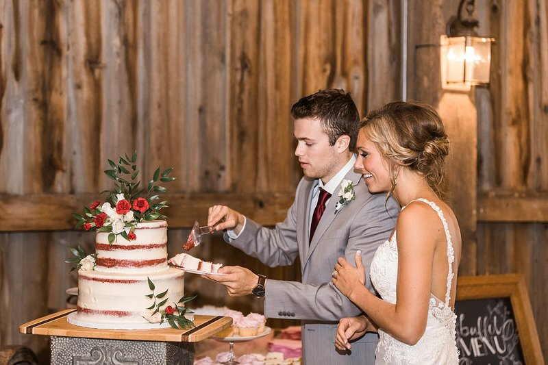 156_Midwest-Barn-Wedding-Venues-James-Stokes-Photography