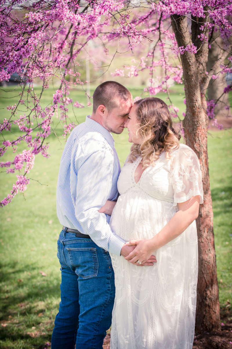 JandDstudio-founderhall-hershey-spring-flowers-maternity-couple-vintage