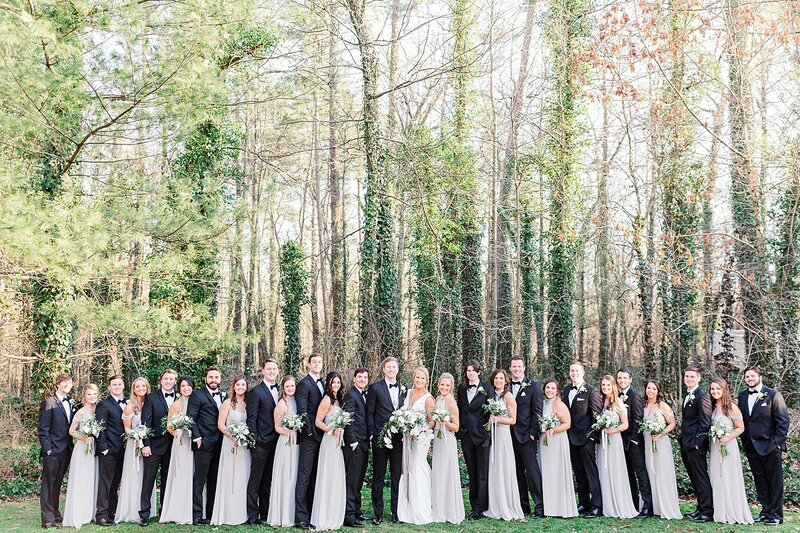 large wedding party by Knoxville Wedding Photographer, Amanda May Photos