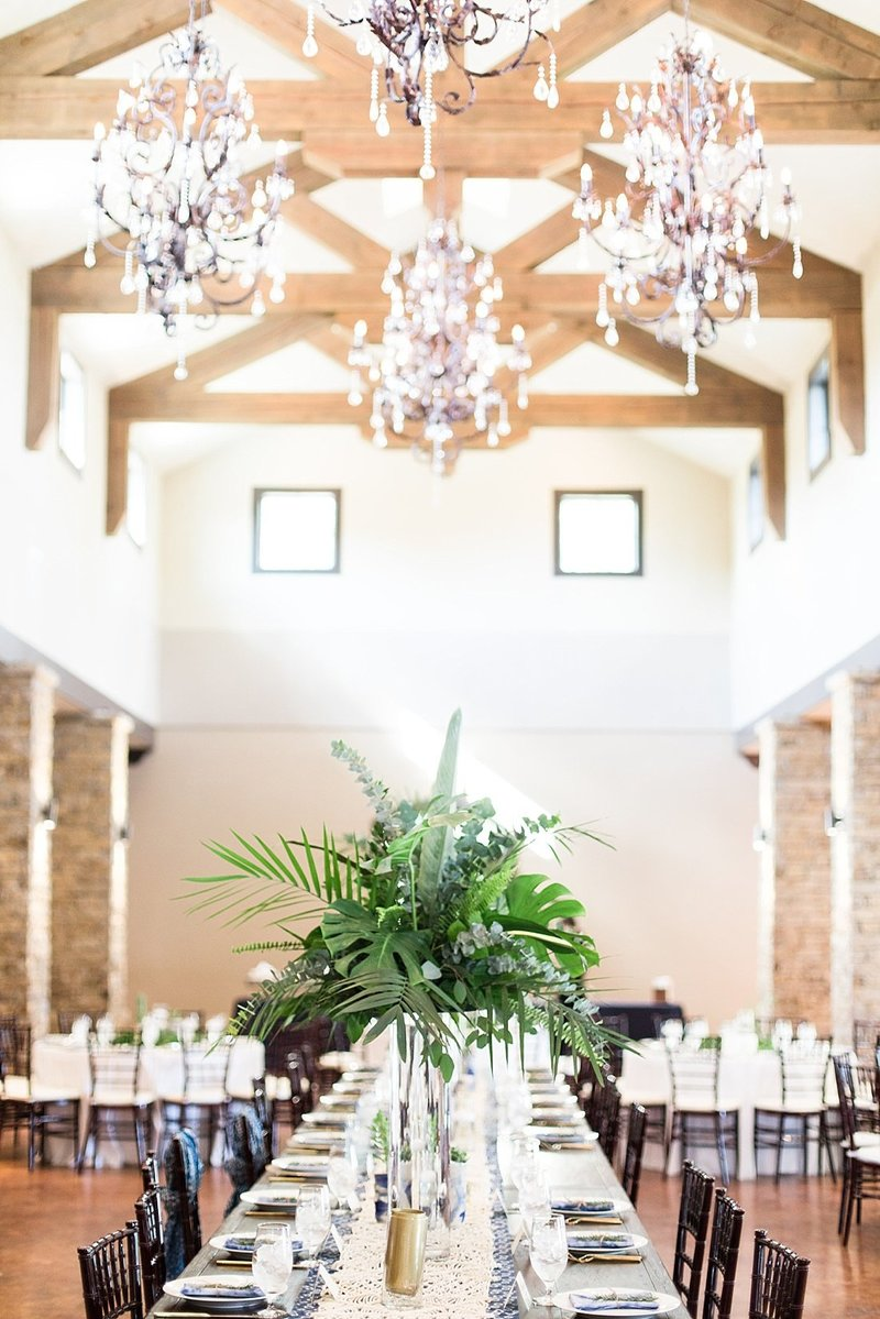 Navy and greenery botanical wedding at The Lodge at Country Inn _ Cottages Wedding Venue in Fredericksburg Texas_0121