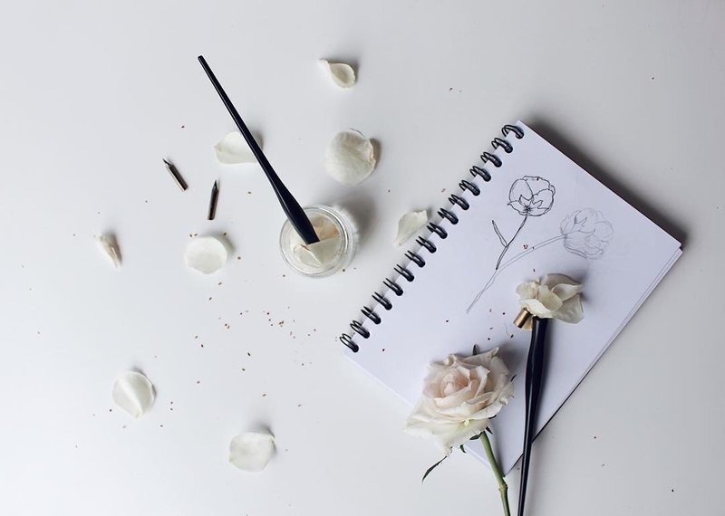 Header - Flowers Flatlay