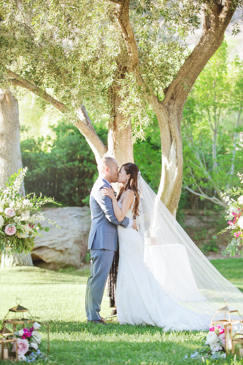 Hummingbird-Nest-Ranch-Malibu-Wedding-Photographer-054