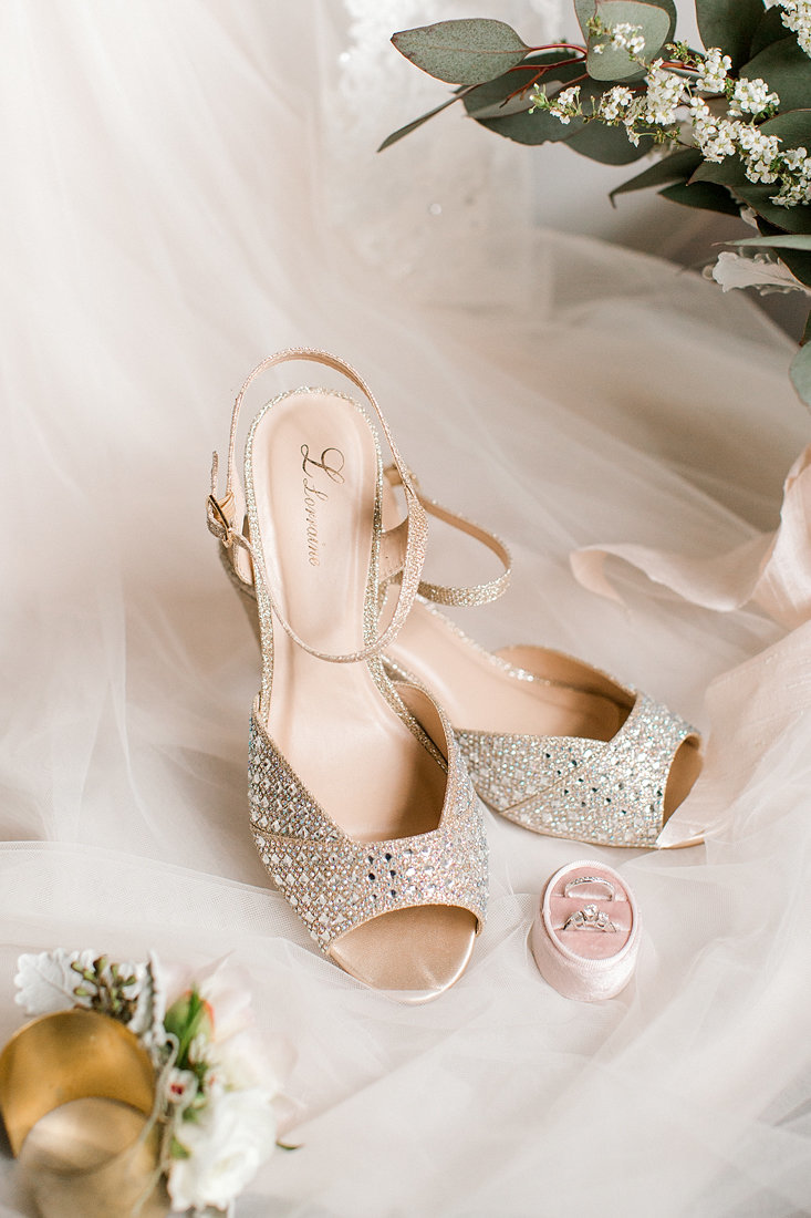 Wedding-Inspiration-Shoes-Bridal-Blush-Gold-Photo-by-Uniquely-His-Photography01