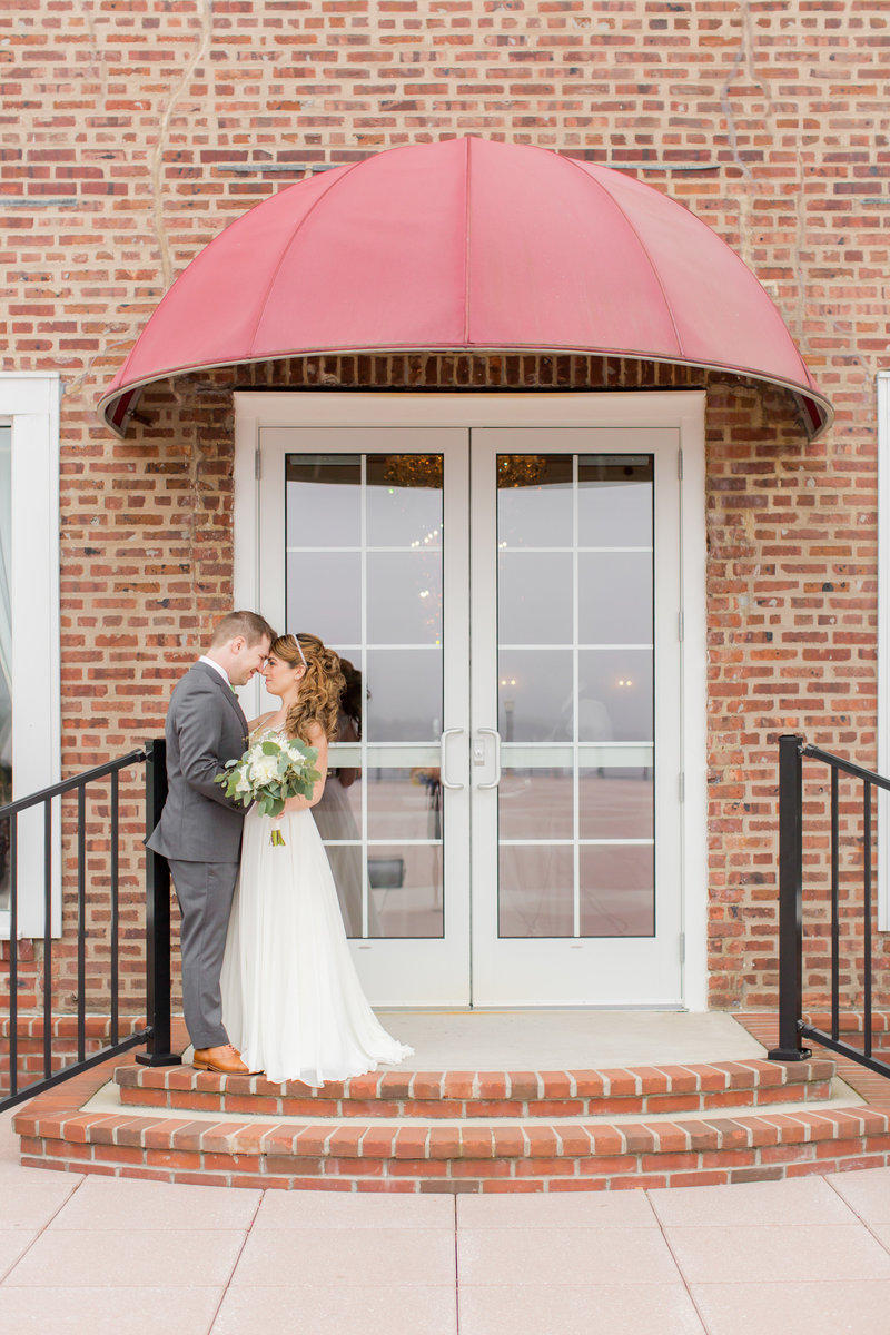 Bride and groom kissing in Red Bank wedding