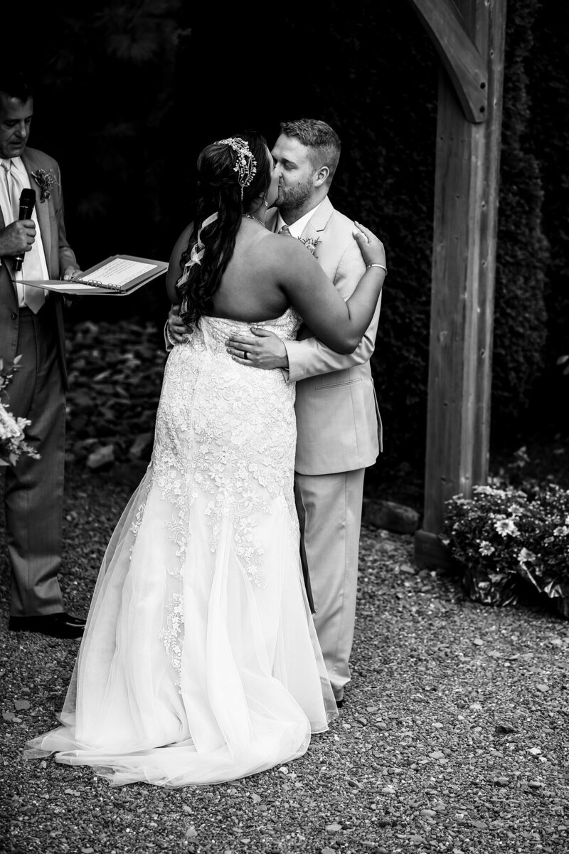 First kiss at Port Farms wedding