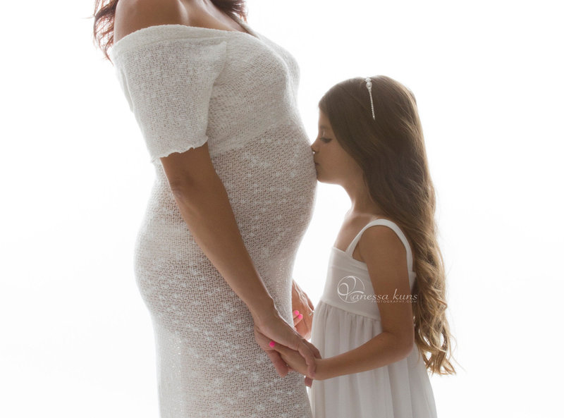 vanessakunsphotography_maternity_withdaughter