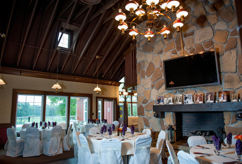 Oxbow Country Club Fargo Wedding Venue photographer Kris Kandel (6)