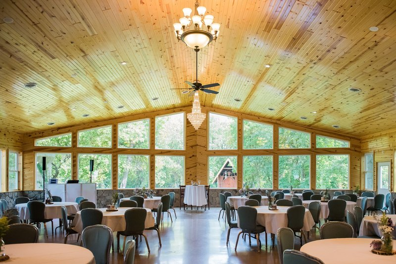 Romantic Moon Wedding Venue by Fargo Photos by Kris Kandel photographers (4)