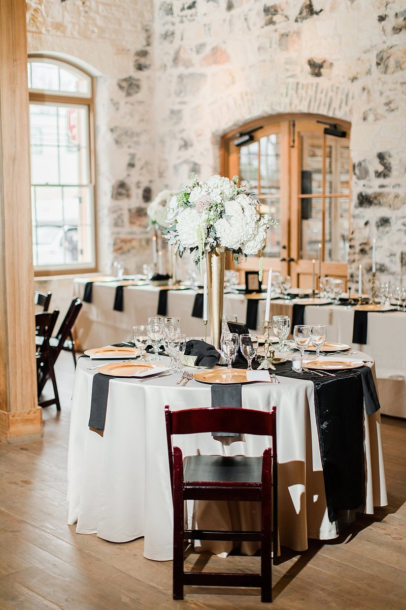 The Ingenhuette on High in Comfort Texas Wedding Venue photos by Allison Jeffers Photography_0046