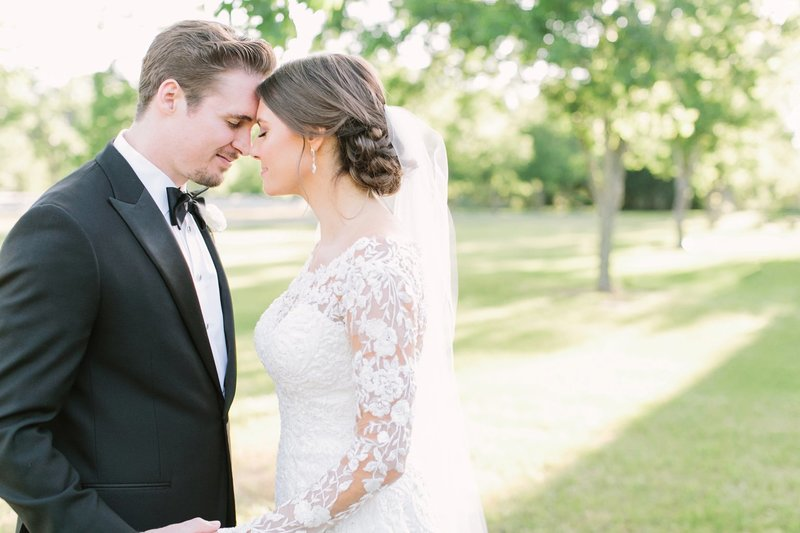 Houston-Wedding-Photographer-Mustard-Seed-Photography-Sarah-and-Robbie-Chandelier-Grove-Wedding_0018